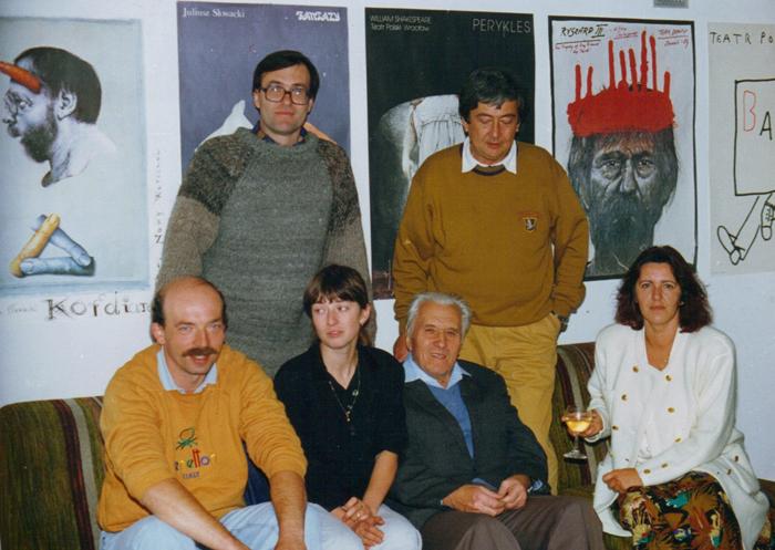 Siedzą od lewej: Wojtek Janowski, Joanna Grootings, Roman Pankiewicz, Krystyna Duda. Stoją od lewej: Jan Igański, Andrzej Ou. Korfowe, 5.10.1991. Fot. z archiwum J. Grootings
