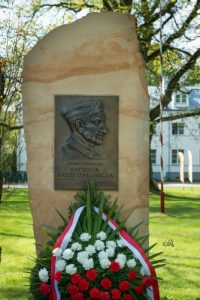 The commemorative plaque honoring Janów's former director Andrzej Krzyształowicz, by Ewa Imielska-Hebda