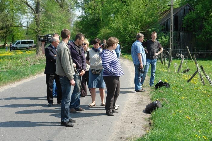 Mieszkańcy gminy od wielu miesięcy zgłaszali trudną sytuację zwierząt we wsi Cholewy. Fot. PdZ/VIVA