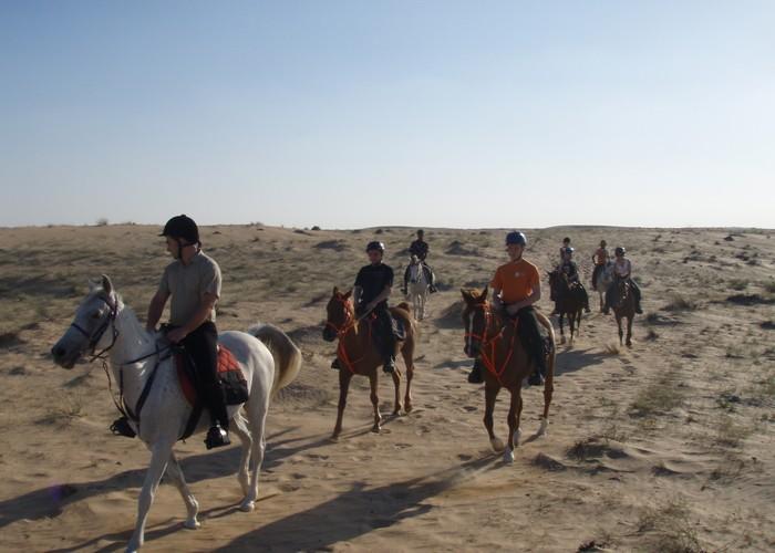 Pierwszy wyjazd uczestników wyprawy na pustynię (w siodle spędzili tam w sumie dwa dni), fot. Magdalena i Robert Rudzińscy