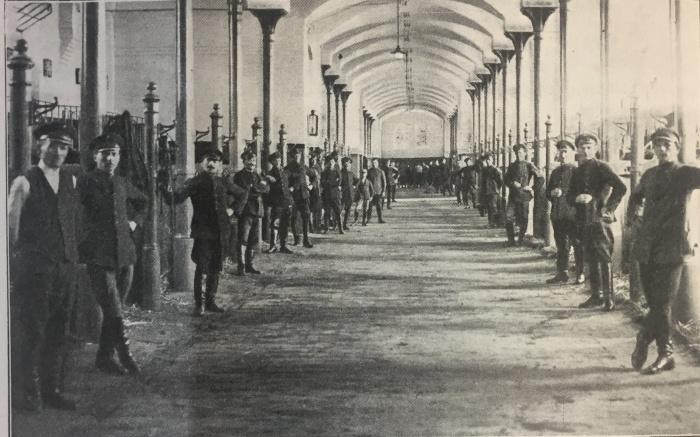 PSO Gniezno, wnętrze stajni, lata 30. XX w., fot. archiwum
