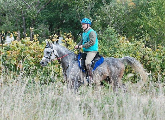Papion ze swym hodowcą i właścicielem Przemysławem Sawickim, fot. Mateusz Jaworski