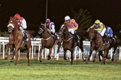 Seraphin Du Paon (z lewej) wygrywa The President of UAE Cup. Źródło: gulfnews.com