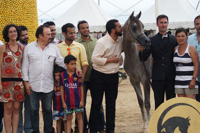 Alexxanderr, kissed by Khalid Al Sayed, with Abdulaziz Al Tamimi (yellow shirt) and Albert Sorroca, breeder of Shanghai EA. By Monika Luft