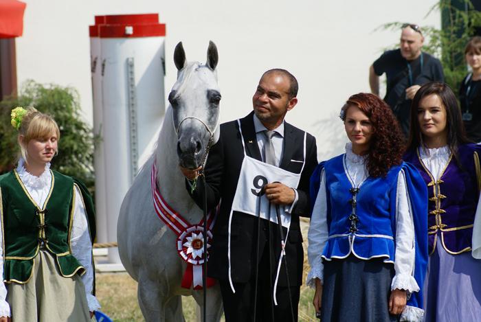 Altamira with handler Gerard Paty, by Krzysztof Dużyński