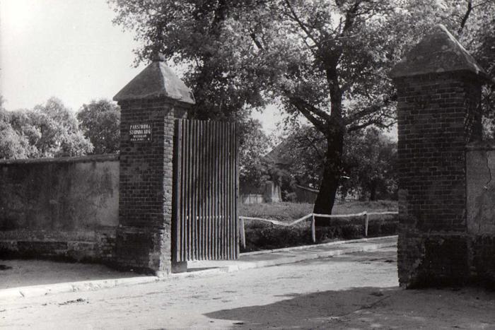 Brama do stadniny, fot. Archiwum Państwowe w Kielcach