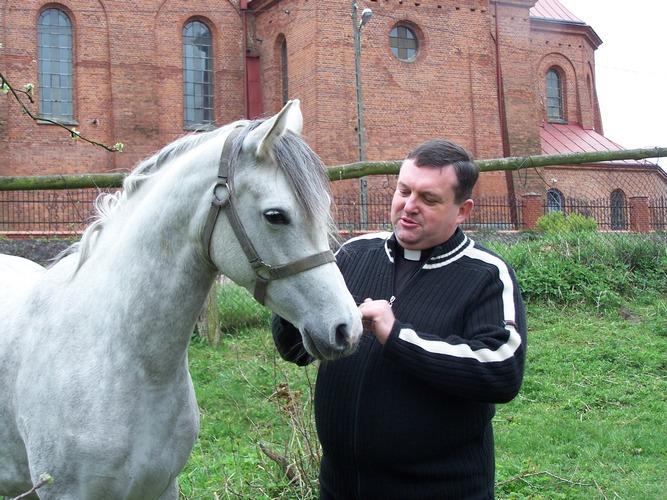 Priest Stanisław Sławiński with Pasadena, by Ewa Bagłaj