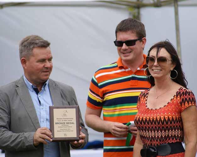 Dawn Martin (Albidayer Stud) z Władysławem Guziukiem i Hubertem Kuleszą (Polska AKF), fot. Krzysztof Dużyński