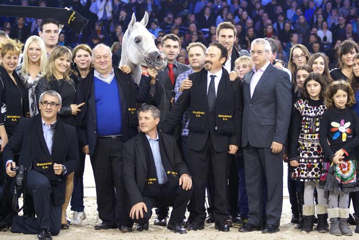Ekipa i przyjaciele Equus Arabians z Shanghaiem E.A. w Paryżu, 2011, fot. Krzysztof Dużyński