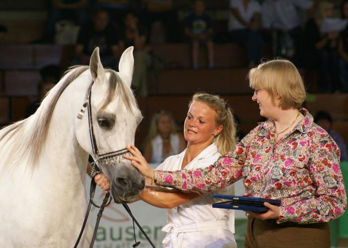 Faustyna. On the right the owner of Lutetia Arabians. By Krzysztof Dużyński