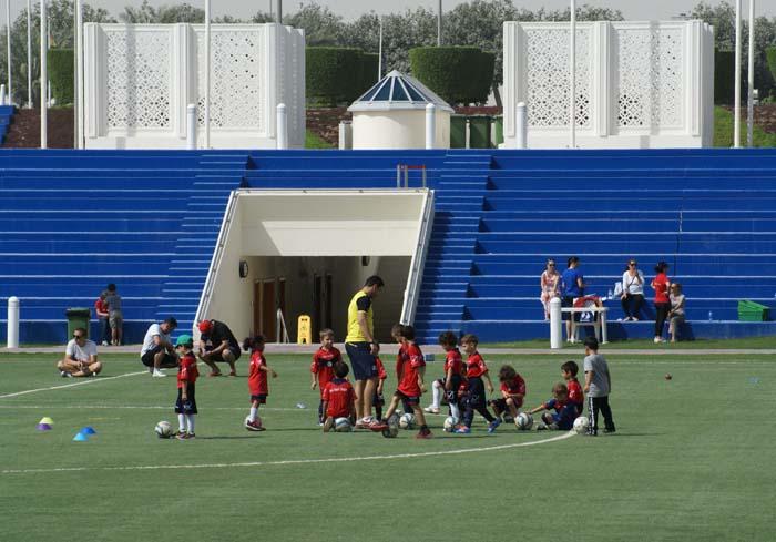 Młodzi Katarczycy przygotowują się do Mundialu 2022, kompleks sportowy Aspire Dome. Fot. Monika Luft