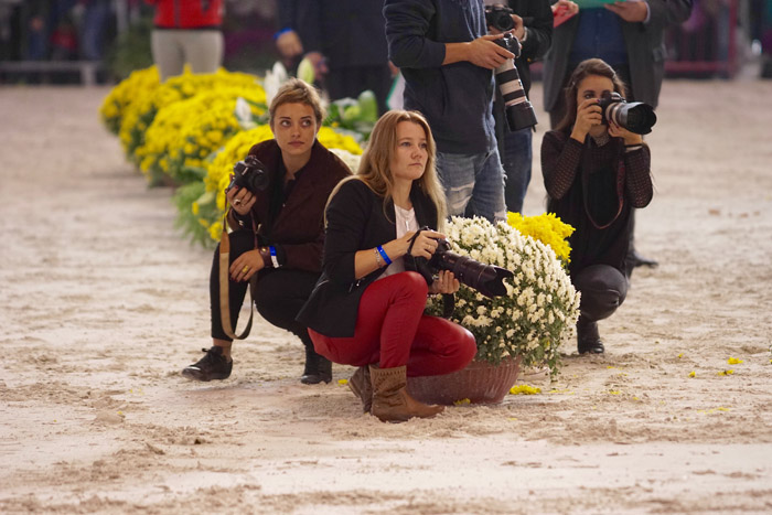 The photographers in the ring, Ewa Imielska-Hebda in the middle, by Monika Luft