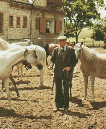 Dyrektor Jaworowski ze swymi klaczami, fot. Jerry Sparagowski