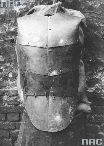 A bullet-proof plate armor of the State Police in Poland. A prototype, 1929. Photo: National Digital Archives (NAC)