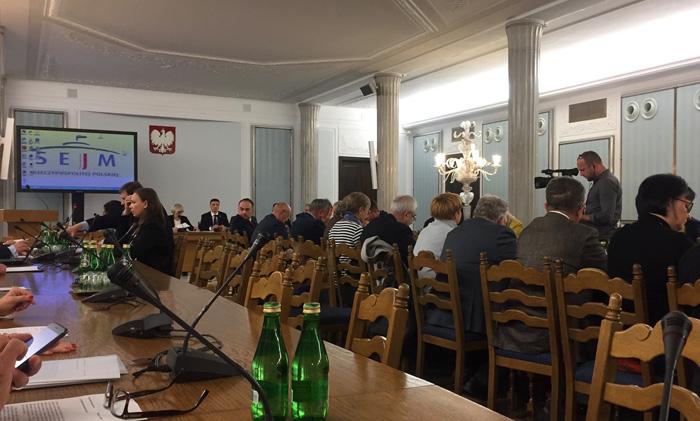 Kontrowersje podczas posiedzenia Komisji Rolnictwa i Rozwoju Wsi. Tajemnica dwóch wersji umowy dzierżawy Emandorii