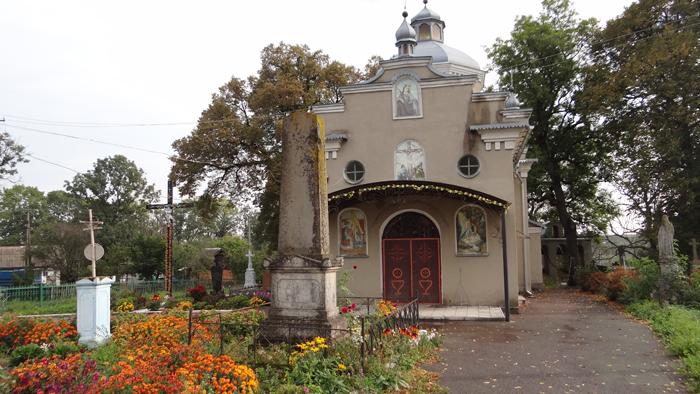 Jarczowce. The Orthodox church and cementery with the grave of the Dzieduszycki family. By Krzysztof Czarnota