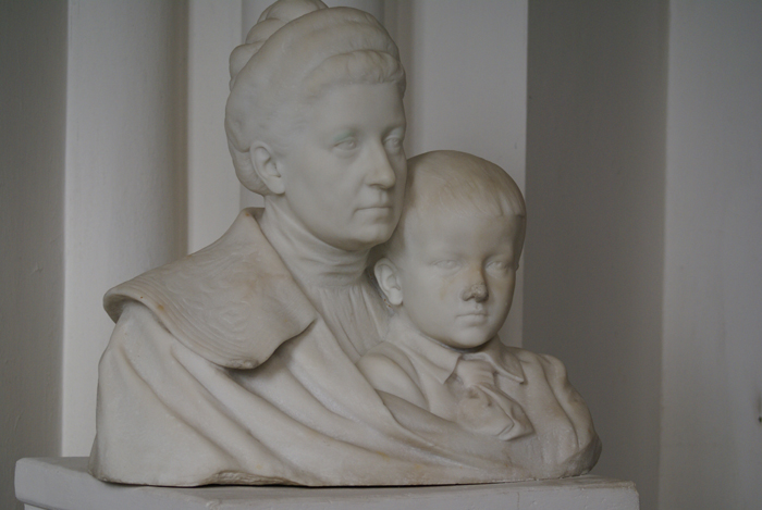 Duchess Konstancja Sanguszko (1864-1946) with the little Roman. A sculpture by Antoni Madeyski (1862-1939). The palace chapel in Gumniska. By Krzysztof Dużyński