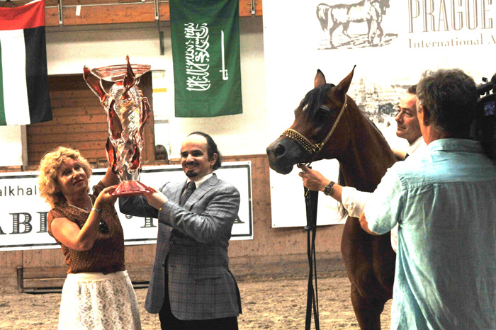 Magora with sheikh Mutlaq and Ingrid Glaserova. By Urszula Sawicka