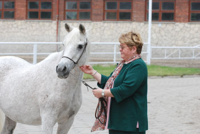 Mrs. Urszula Białobok with Emigracja, by Mateusz Jaworski
