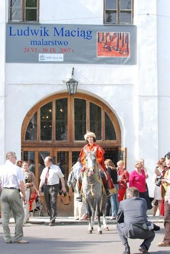 Przed wejściem do muzeum, fot. Mateusz Jaworski
