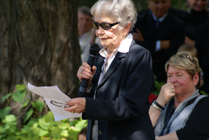 Mrs. Maria Jaworowska during the celebration of the 60th anniversary of Michałów State Stud. Behind Mrs. Urszula Białobok. By Krzysztof Dużyński