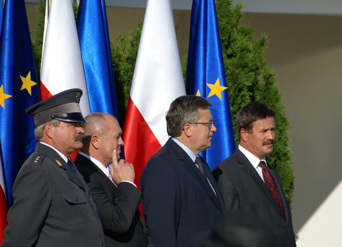 Prezydent Bronisław Komorowski w Janowie. Z lewej dyr. Marek Trela. Fot. Krzysztof Dużyński