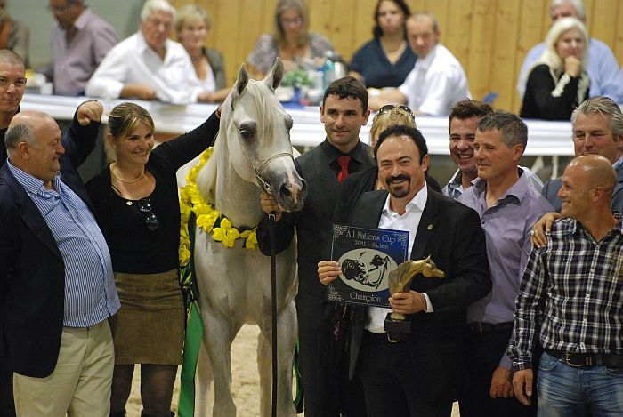 Shanghai E.A. and the Equus Arabians team. In the middle Albert Sorroca, stallions' breeder and owner. By Mateusz Jaworski