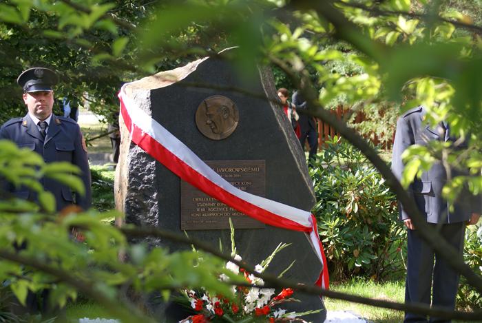The commemorative plaque honoring Michałów's former manager Ignacy Jaworowski. Photo by Krzysztof Dużyński