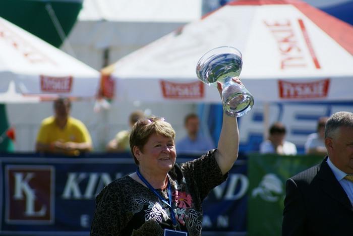 Mrs. Urszula Białobok with the cup for Emandoria, Janów 2009. By Krzysztof Dużyński