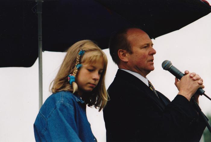 Marek Grzybowski z córką Martą. Aukcja 1997. Fot. z archiwum Marka Grzybowskiego