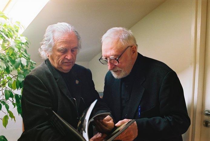 Współautorzy albumu 'Araby. Dzieci wiatru' (wyd. Libra, 2007) - Tadeusz Budziński (fotografie) i prof. Andrzej Strumiłło (tekst i opracowanie graficzne). Fot. wyd. Libra