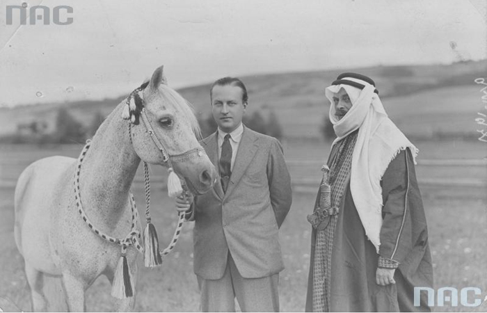 Bogdan Ziętarski in an Arabian attire, with Prince Roman Sanguszko and the stallion Achmet, Gumniska 1931. Photo: National Digital Archives (NAC)