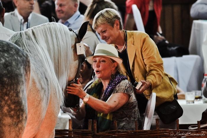 Shirley Watts (Halsdon Arabians, Wielka Brytania) i Alina Sobieszak (Araby Magazine) z Etnologią. Fot. Marta Baranowska