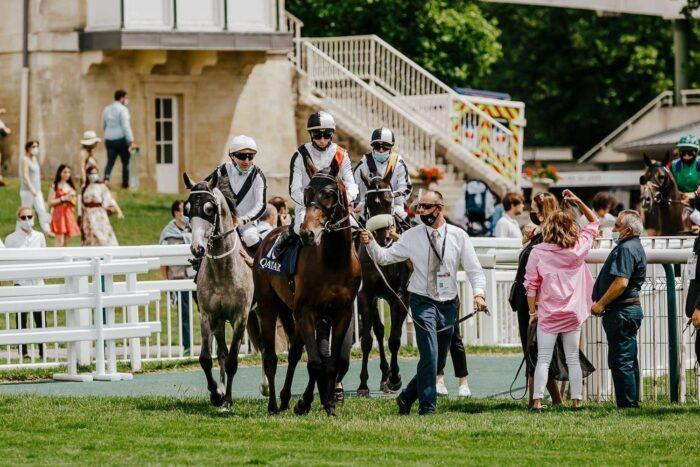 Od lewej: Mayar Al Khalediah i Dary Al Khalediah przed wyścigiem w Chantilly, fot. Zuzanna Lupa