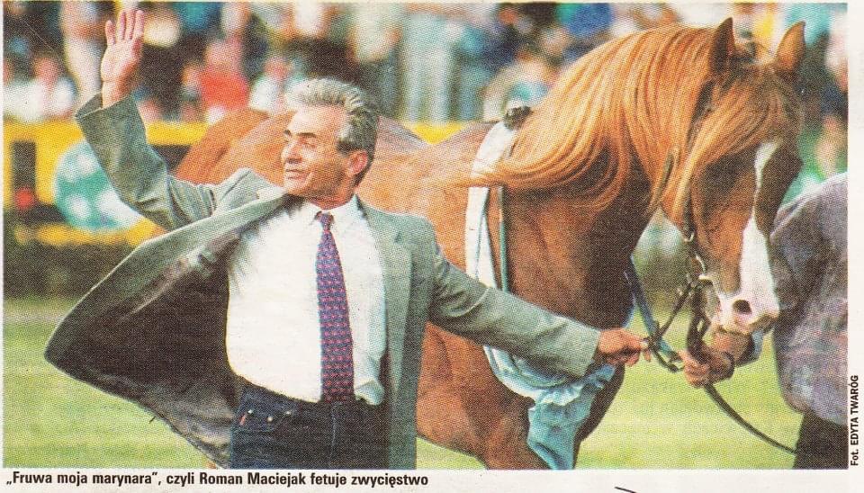 Trener Roman Maciejak i ogier Gafal, Nagroda Derby 2002, fot. Edyta Twaróg (źródło vioda-racing)