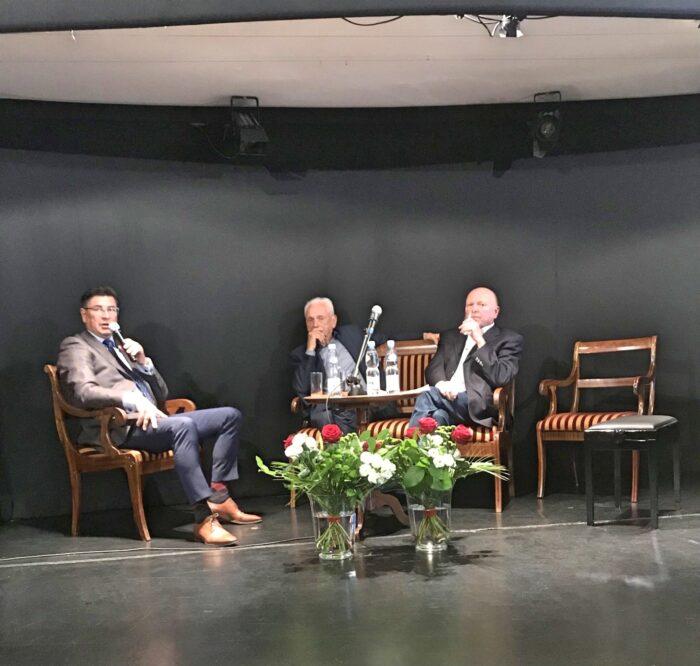 Od lewej Maciej Grzechnik i goście specjalni: Jerzy Milczarek i Marek Grzybowski, fot. Hanna Sztuka